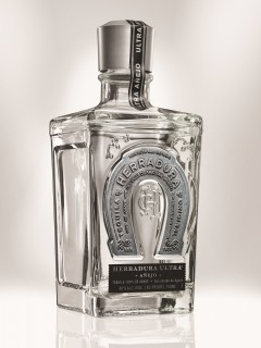HERRADURA'S ULTRA TEQUILA MAKES DEBUT IN THE U.S. (PRNewsFoto/Casa Herradura)